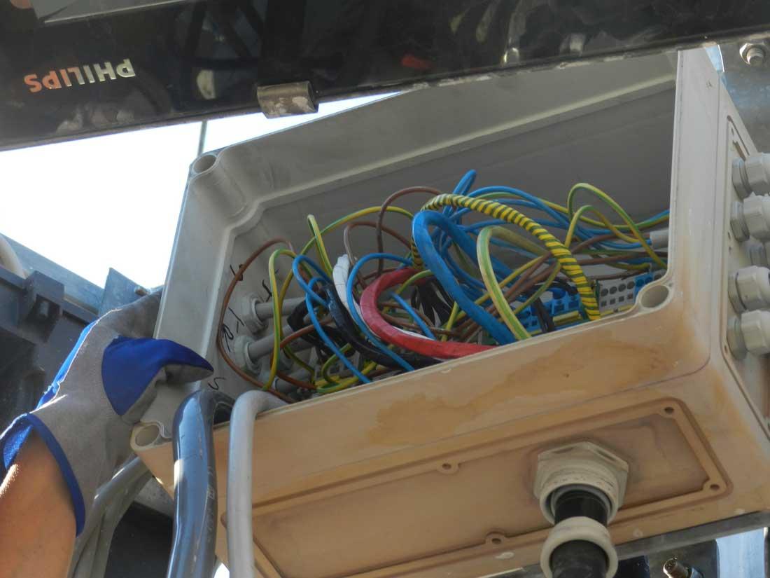 controllo cavi torri faro impianto elettrico